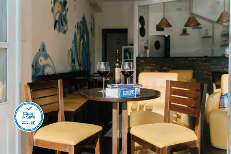 happy-porto-hostel-porto-hostels-porto-bar